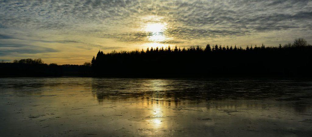 Bild: Weiher im Elsass in der Abenddämmerung Symbolbild «Trauerfeier»