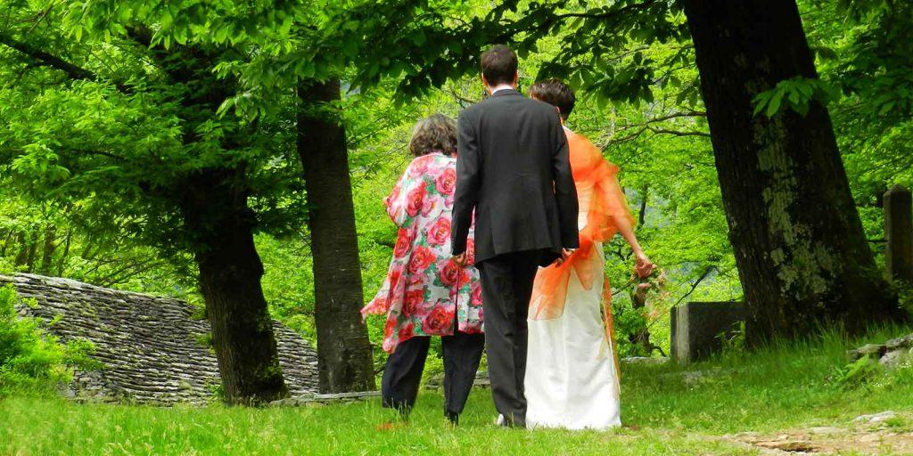Zeremonien und freie Rituale Hochzeitsfeier im Freien
