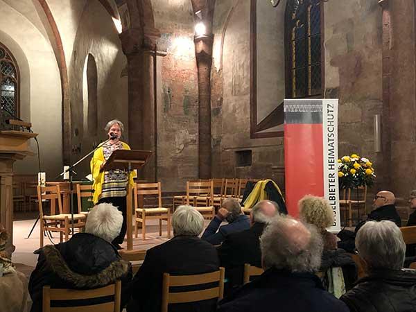 Die Foto zeigt Rosmarie Brunner, Theologin, an der Podiumsveranstaltung Baselbieter Heimatschutz