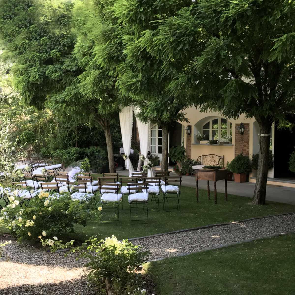 Hochzeitszeremonie in einem Hotel im Piemont