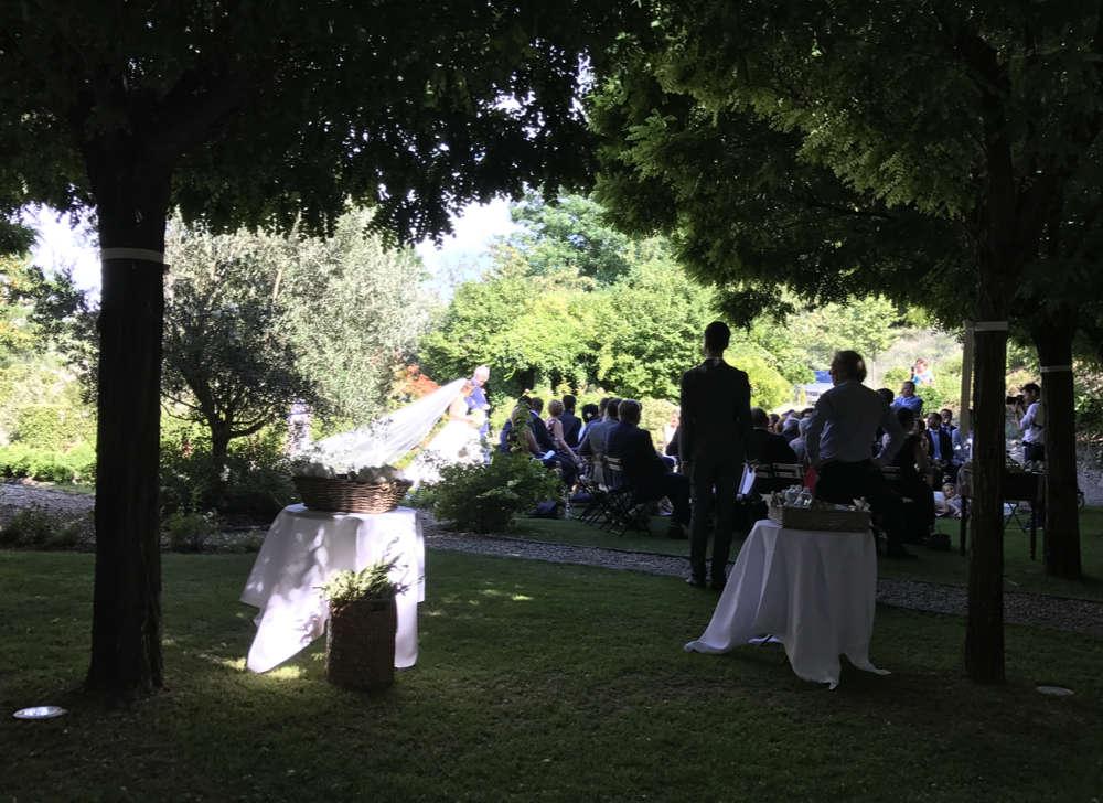 Hochzeitszeremonie, freie Trauung in bezaubernden Hotel, Hochzeitsritual